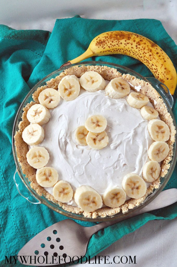 healthy banana coconut cream pie